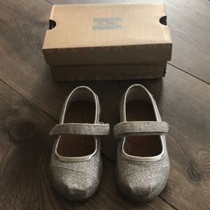 Tons Silver Glimmer Mary Janes Baby/Toddler Size 5
